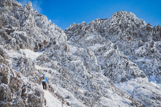 登山の難所(岩と氷の壁)の写真