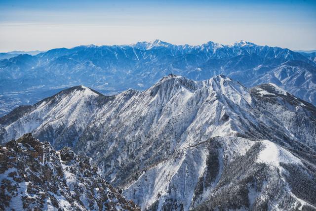 冬の権現岳と南アルプスの写真