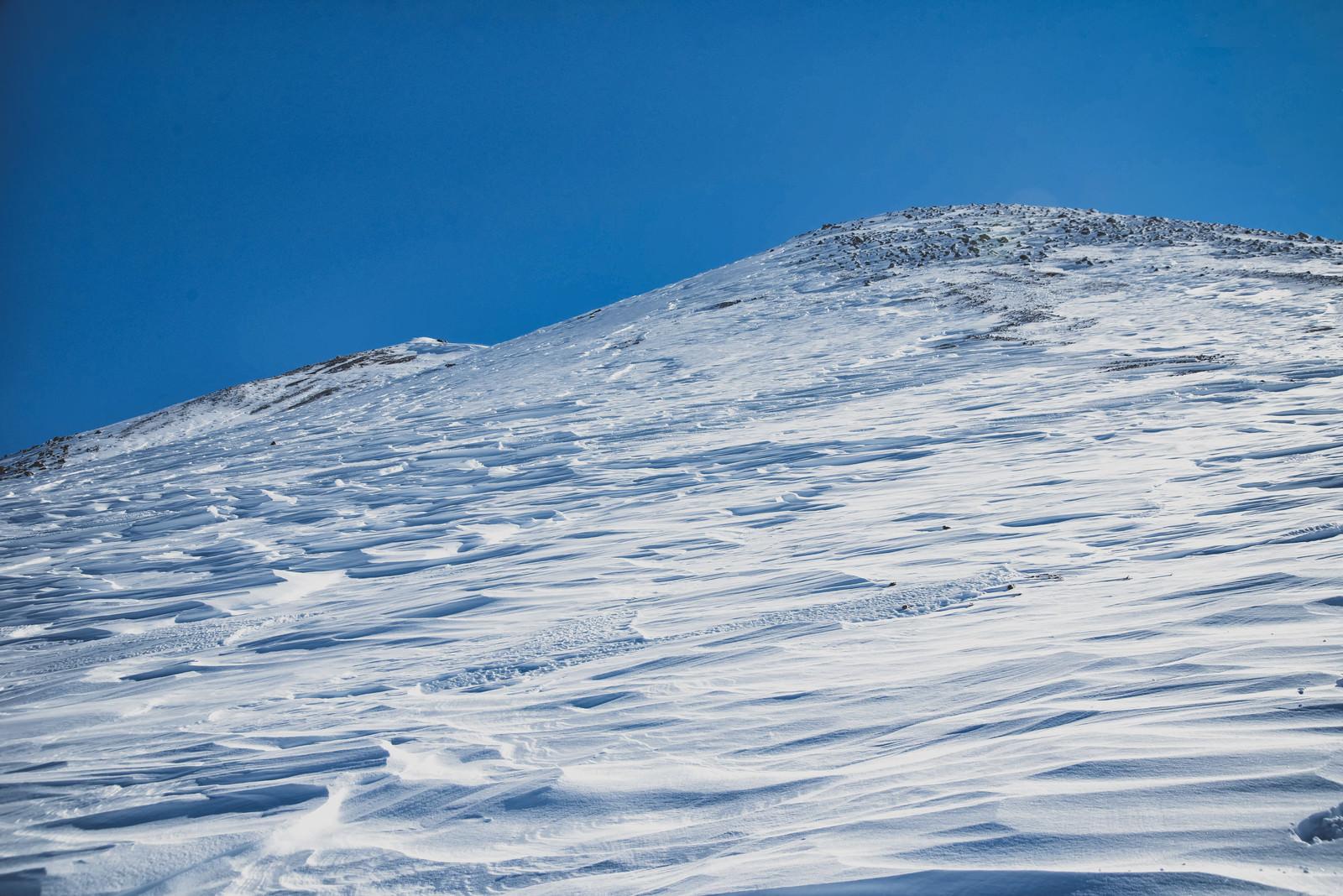 「風紋に埋め尽くされる朝日岳(北アルプス)」の写真