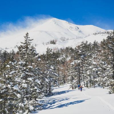 乗鞍岳剣ヶ峰を目指す登山者の写真