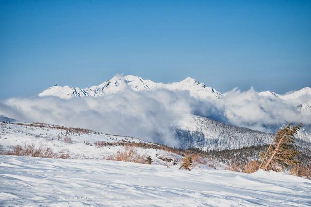 雲に巻かれる穂高連峰(飛騨山脈)の写真