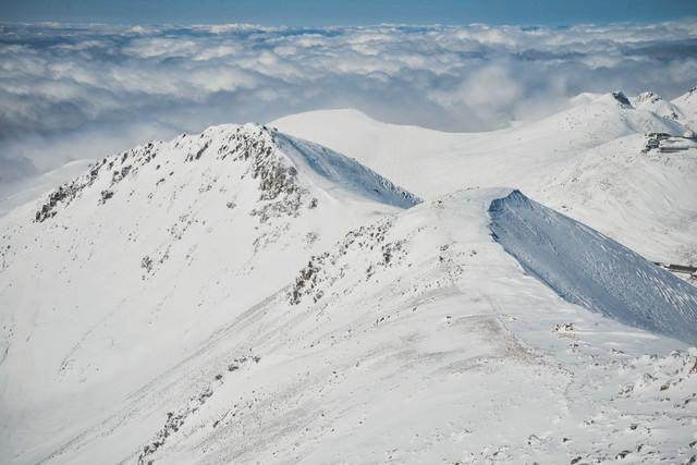 冬山の稜線の写真