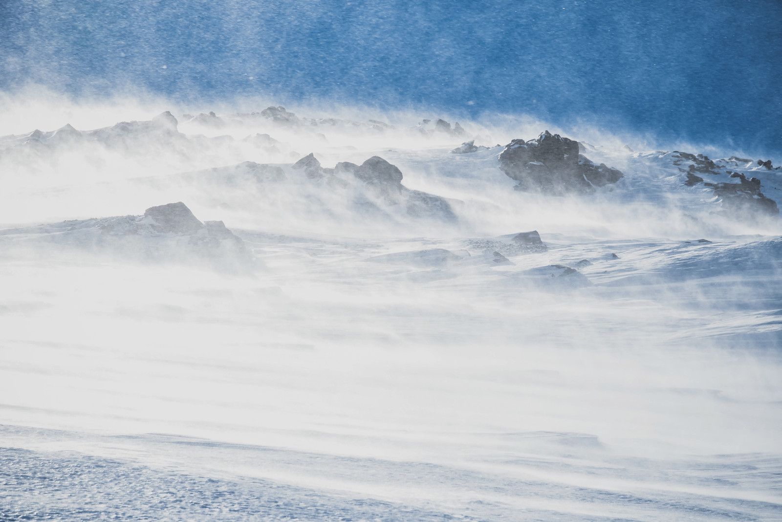 「冬山に舞い上がる雪煙(ユキケムリ)」の写真