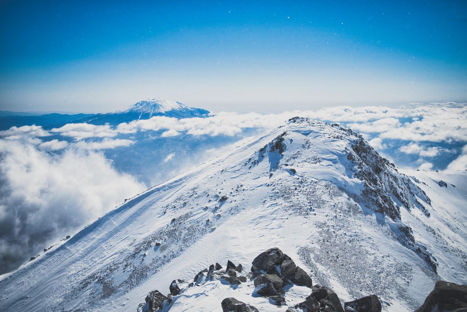 「薬師岳と御嶽山のコラボレーション」の写真