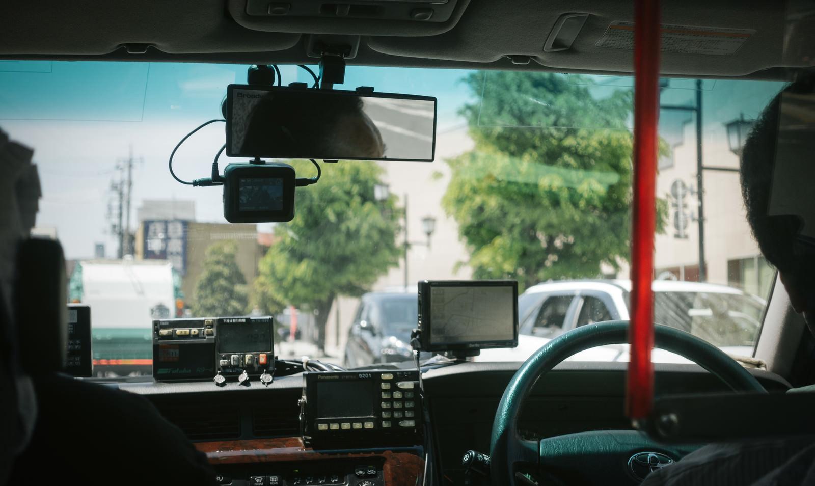 「タクシーの後部座席タクシーの後部座席」のフリー写真素材を拡大