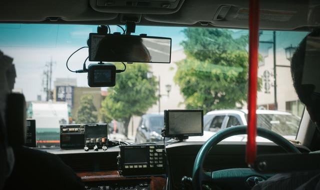 タクシーの後部座席の写真