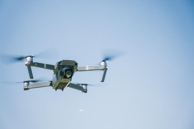 200g以上の無人航空機(ドローン)は上空150m以下で飛行することの写真
