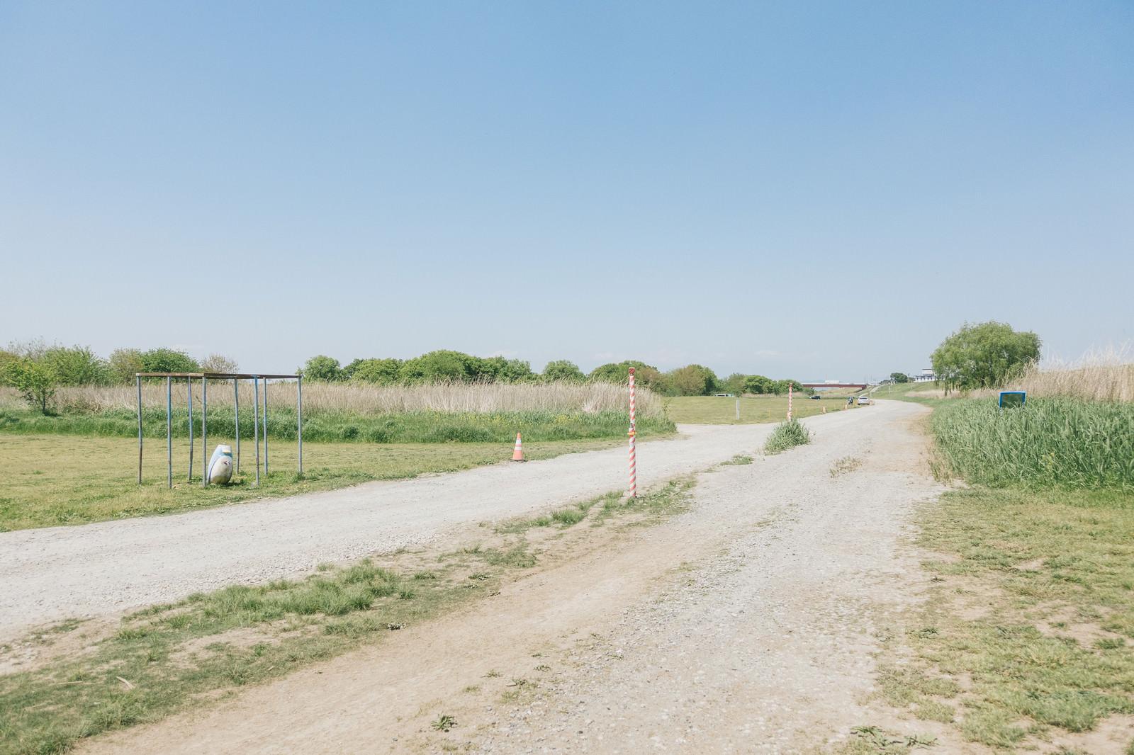 「広い河川敷」の写真