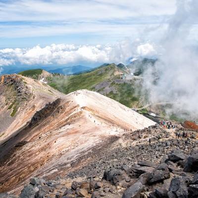 乗鞍剣ヶ峰への登山道から見える風景の写真