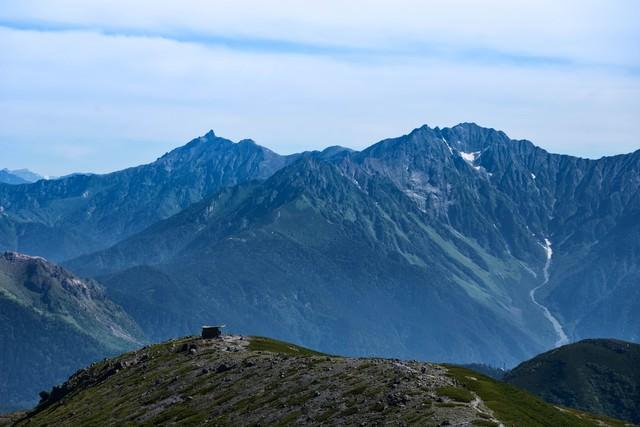 乗鞍岳の登山道から見える大パノラマ(飛騨山脈)の写真