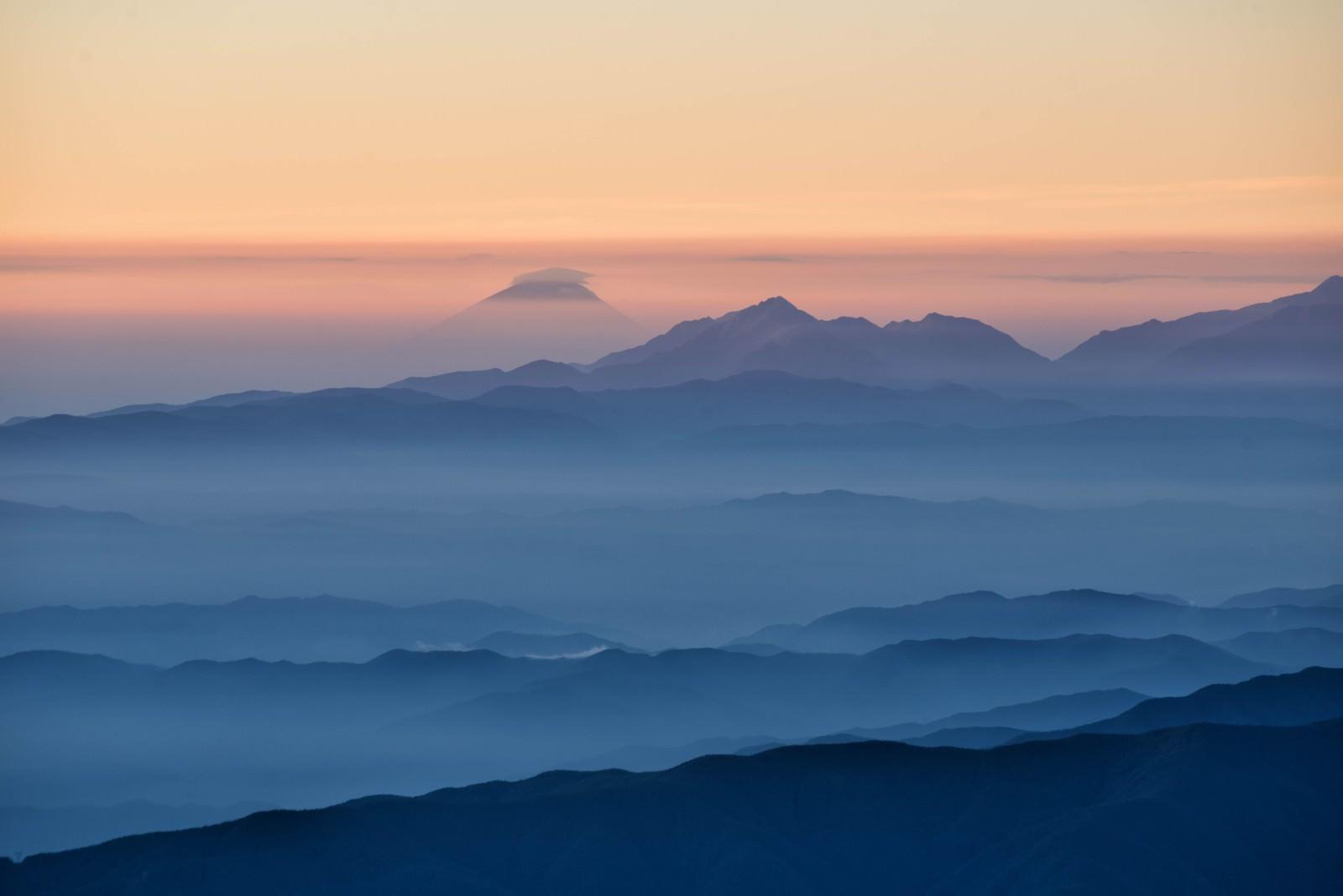 「北アルプスから望む富士山」の写真