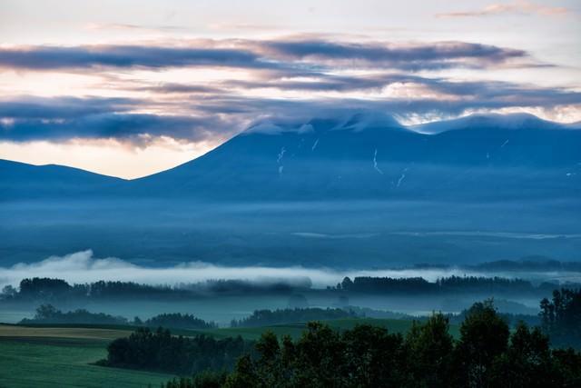 十勝岳の朝焼けの写真