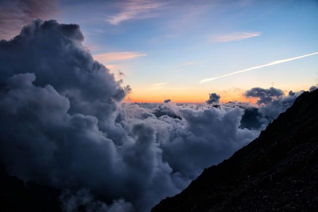 夕暮れに沸く積雲の写真