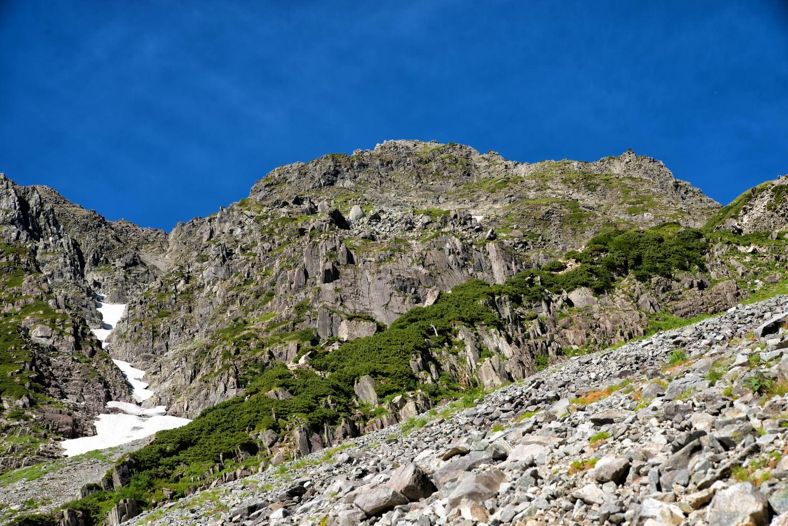 「奥穂高岳に立ちはだかる岩壁」の写真