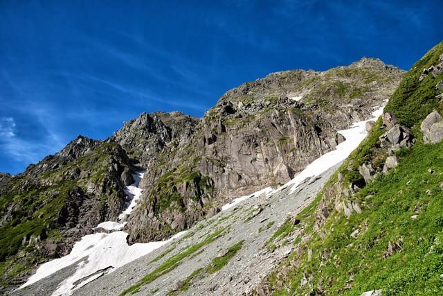 奥穂高岳の岩壁の写真