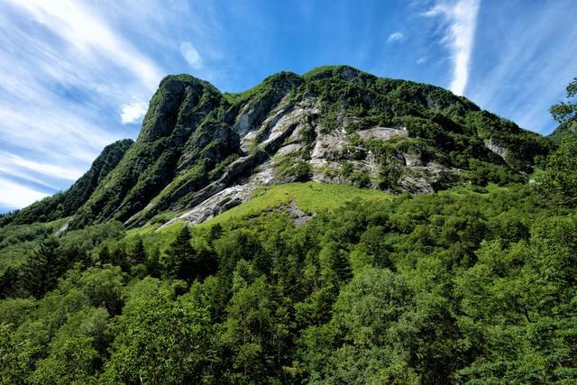屏風岩の岩壁の写真