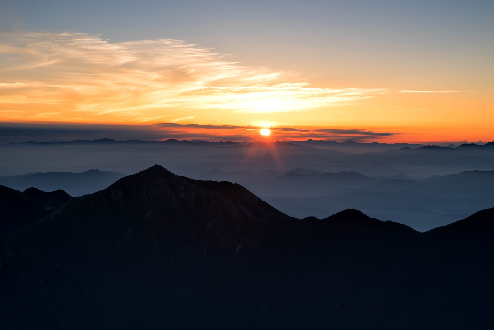 「常念岳と日の出」の写真