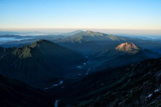 山頂から望む上高地の風景の写真