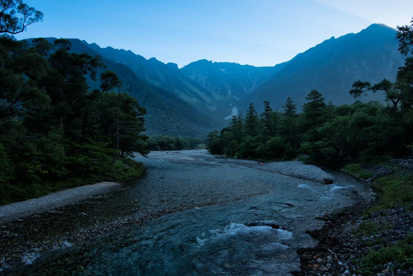 「上高地から続く川の流れ」の写真