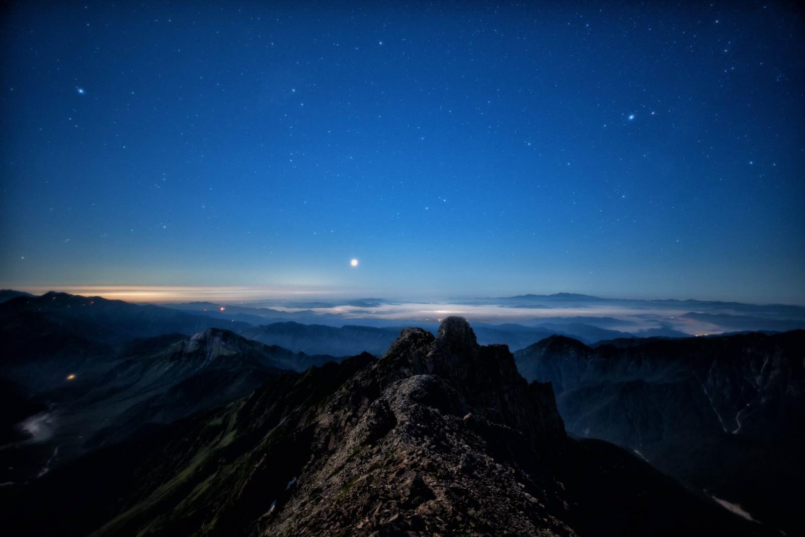 「星空と雲海を望むジャンダルム」の写真