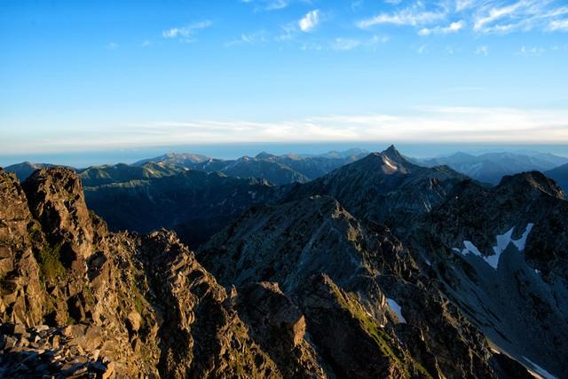 槍ヶ岳に続く登山道の写真