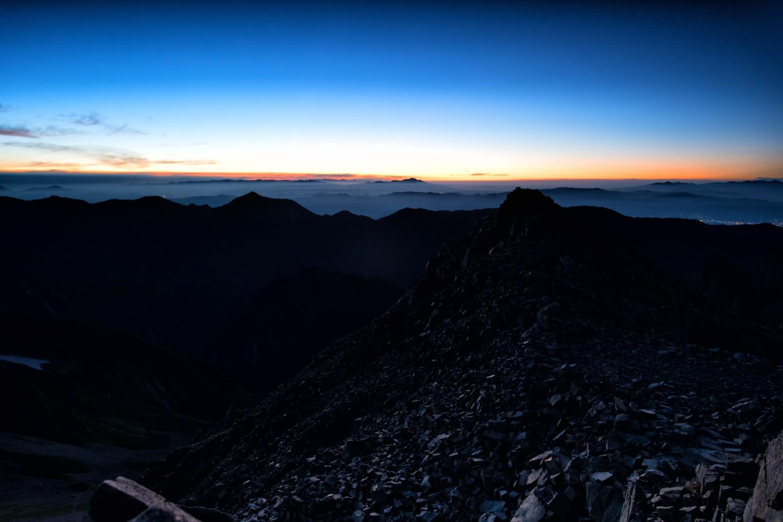 「夜明けの穂高岳」の写真
