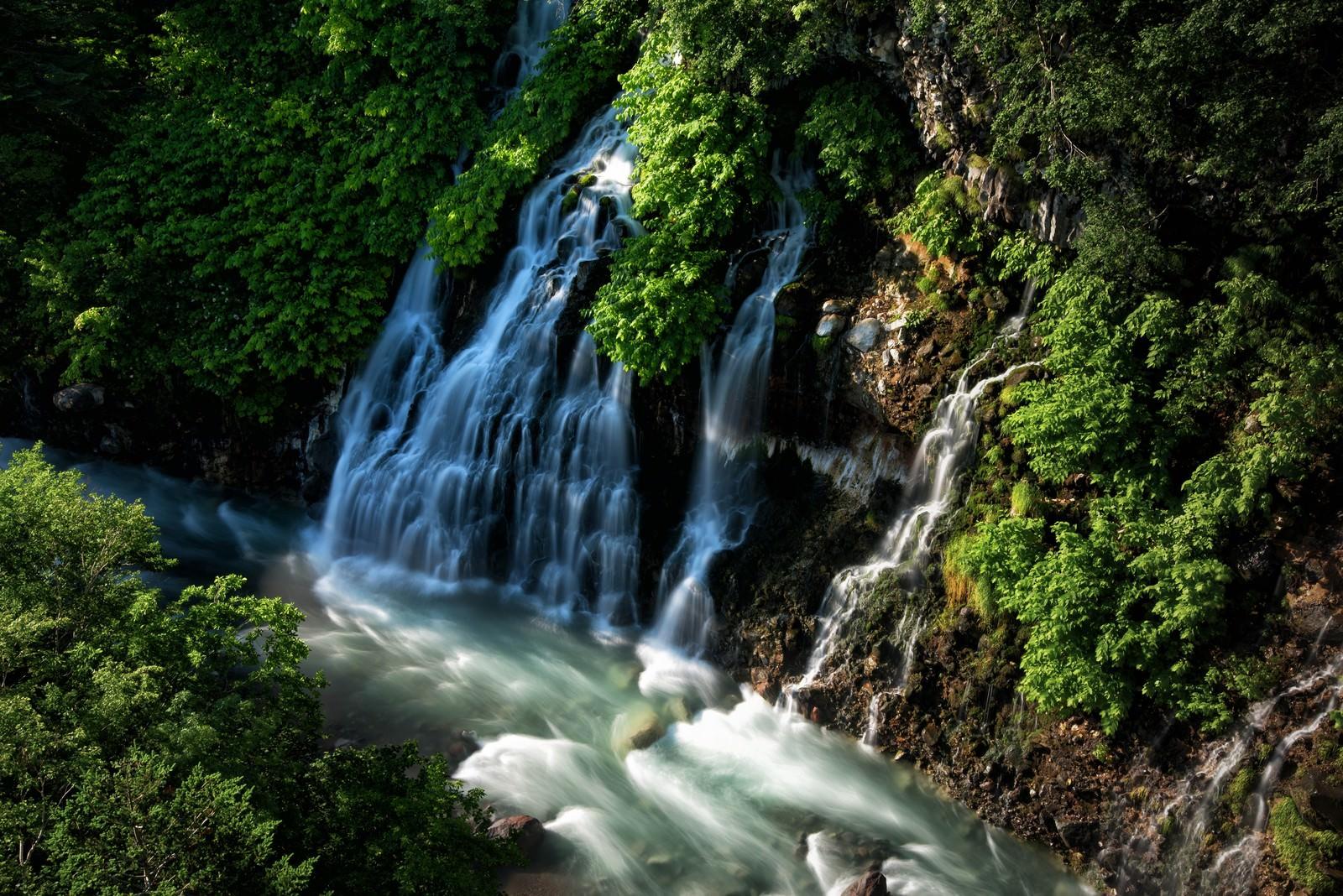 「美瑛町にある白髭の滝(北海道) | 写真の無料素材・フリー素材 - ぱくたそ」の写真