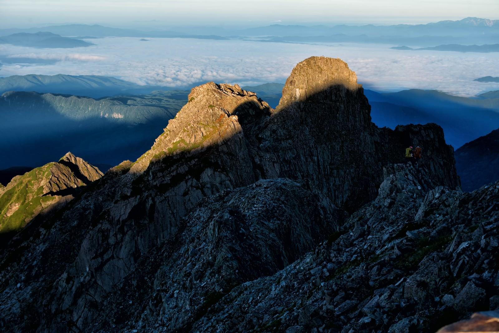「西穂高岳に続く稜線と雲海」の写真