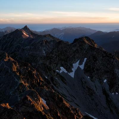 夕焼けに染まる飛騨山脈の写真