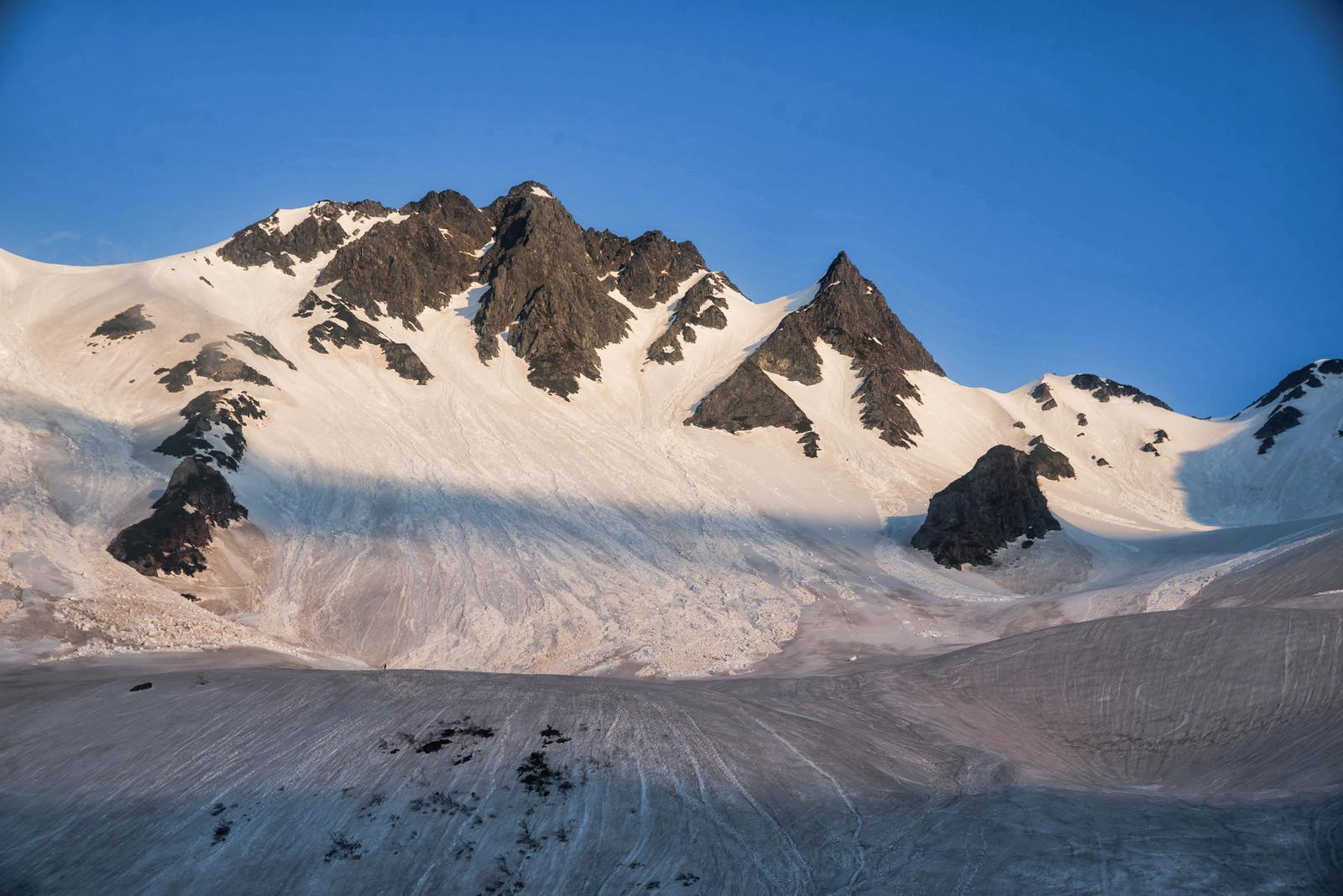 「グラデーションを描く冬の涸沢ヒュッテ」の写真