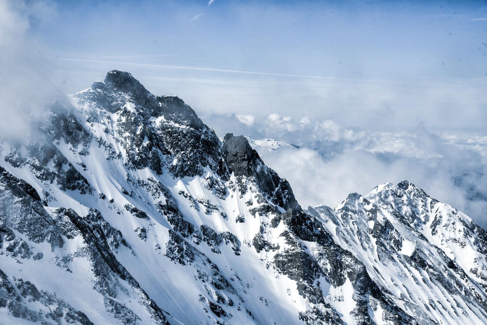 「奥穂高岳から西穂高岳への縦走路」の写真