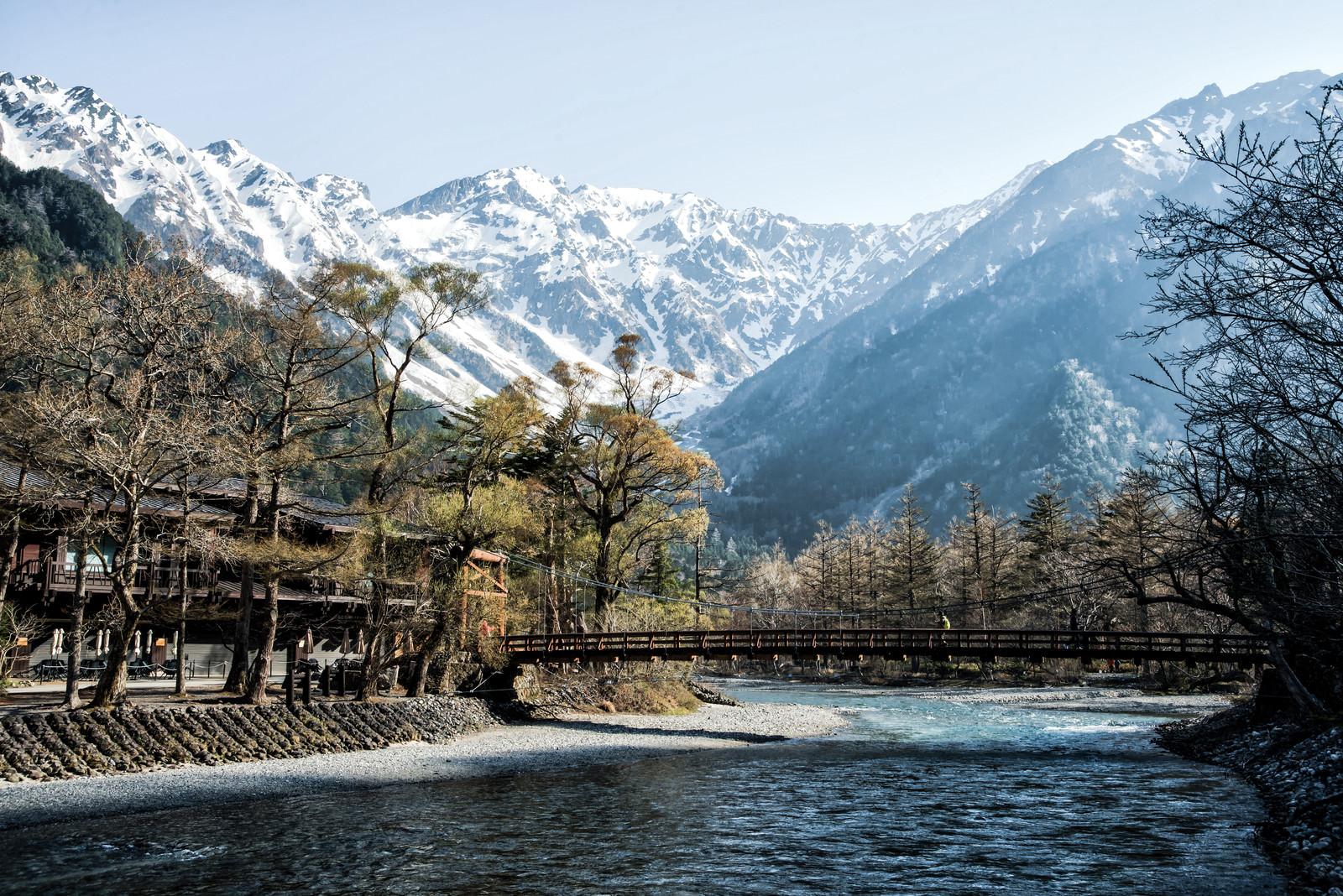 「河童橋越しの穂高連峰(上高地)」の写真
