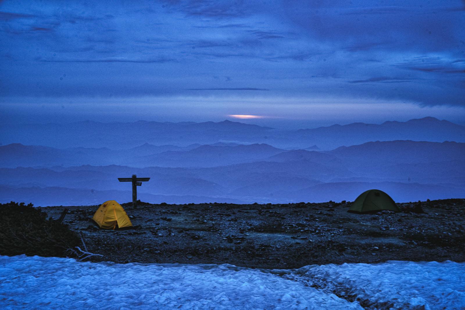 「蝶ヶ岳山頂から見える朝焼け(飛騨山脈)」の写真