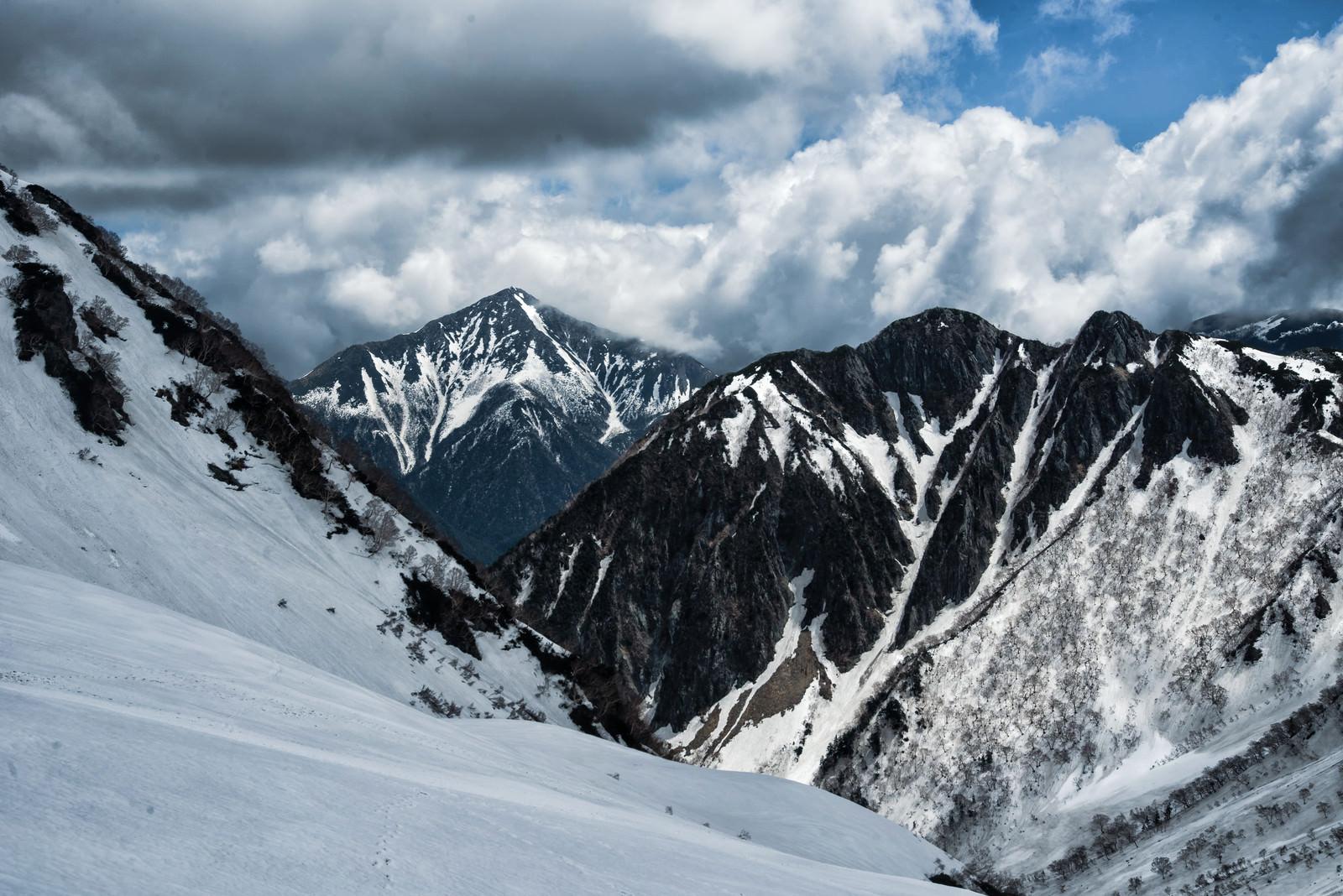 「涸沢から望む常念岳(飛騨山脈)」の写真