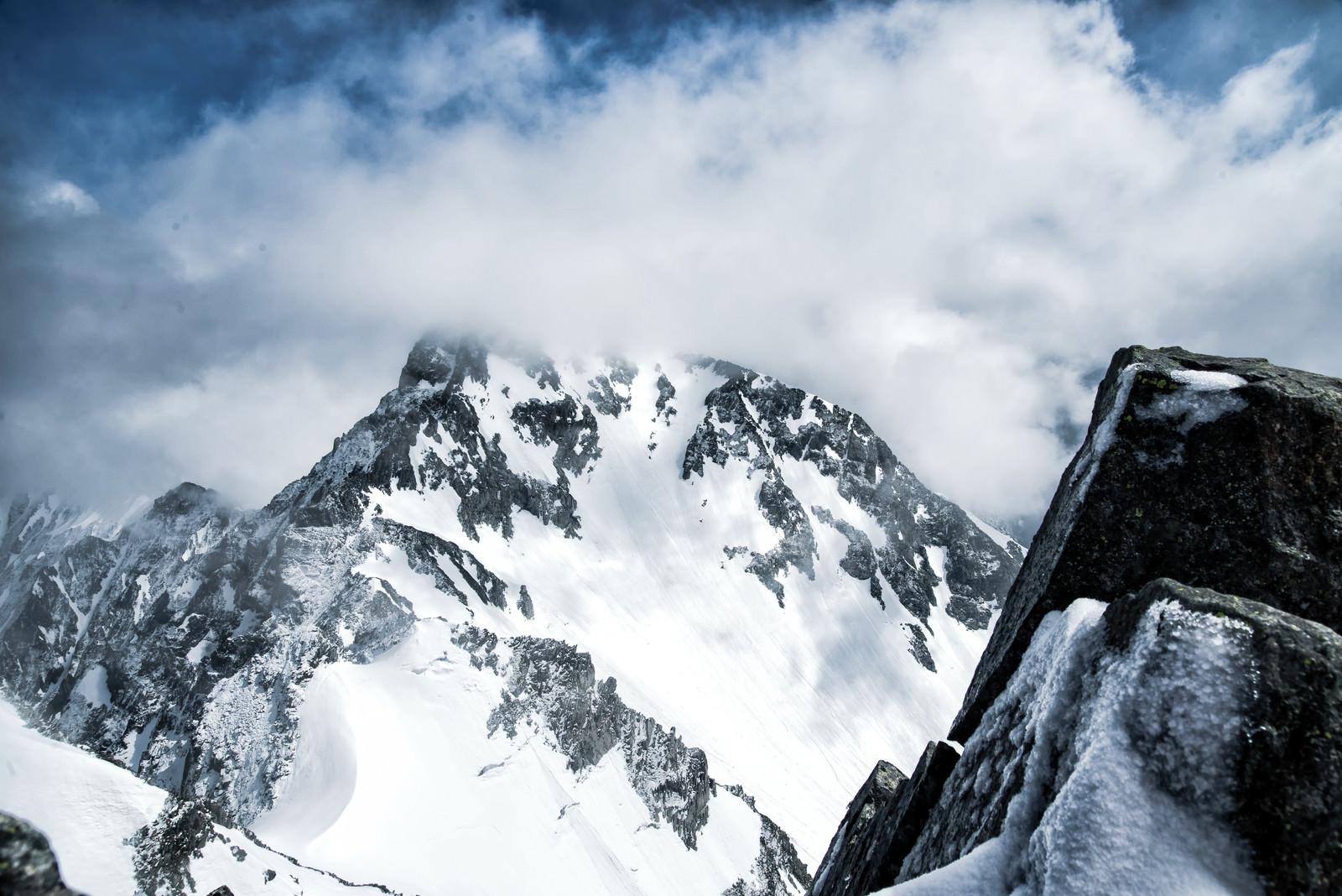 「涸沢岳から北穂高岳への縦走路」の写真