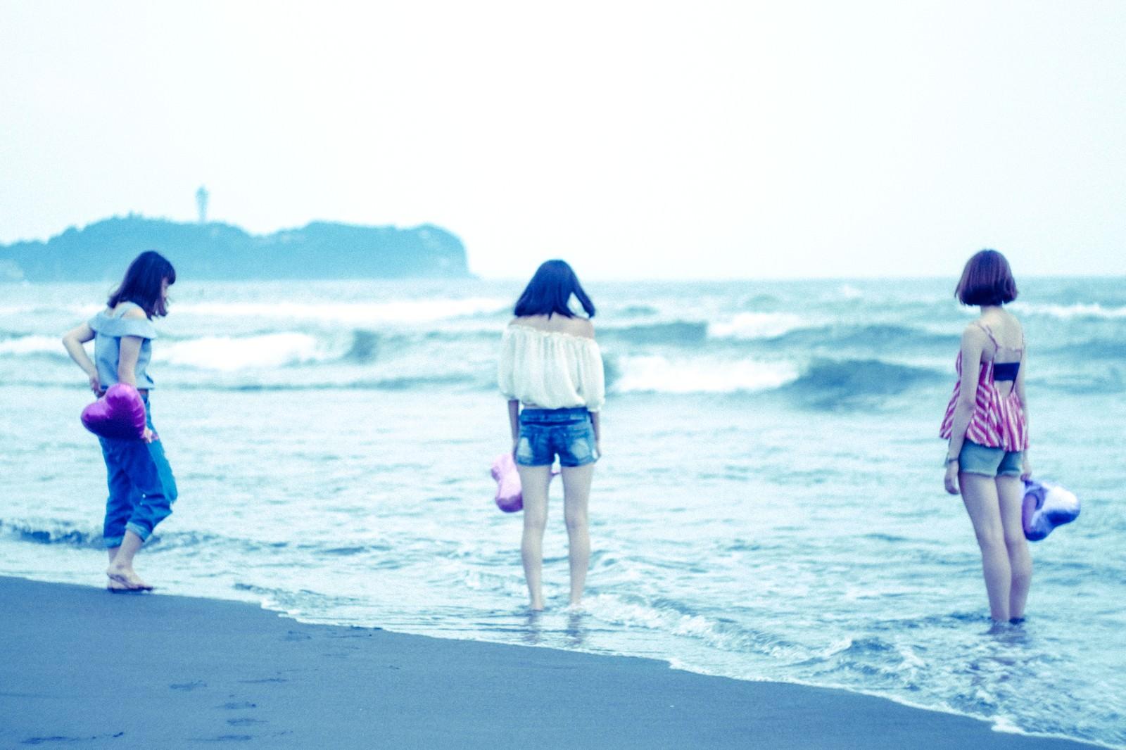 「夏の終わりに女子3人で海に来ました」の写真