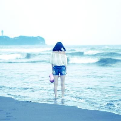 「夏の終わりに女子3人で海に来ました」の写真素材