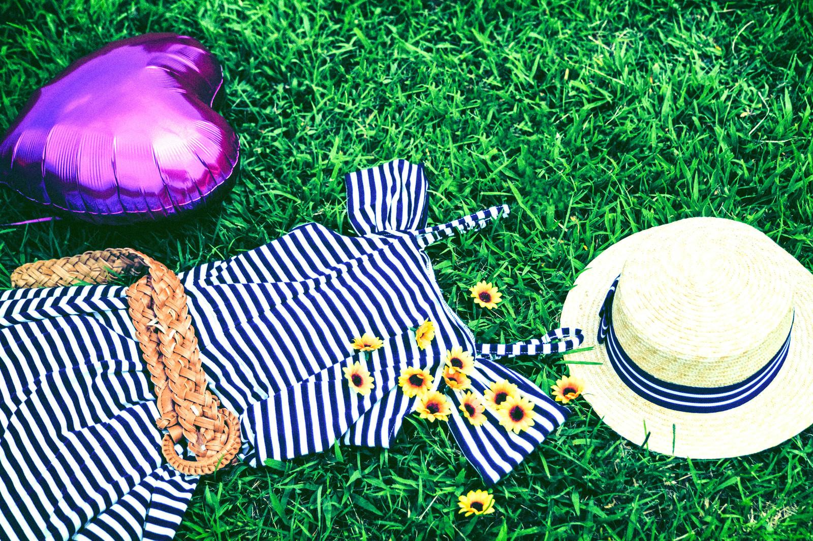 「麦わら帽子と女子の夏服」