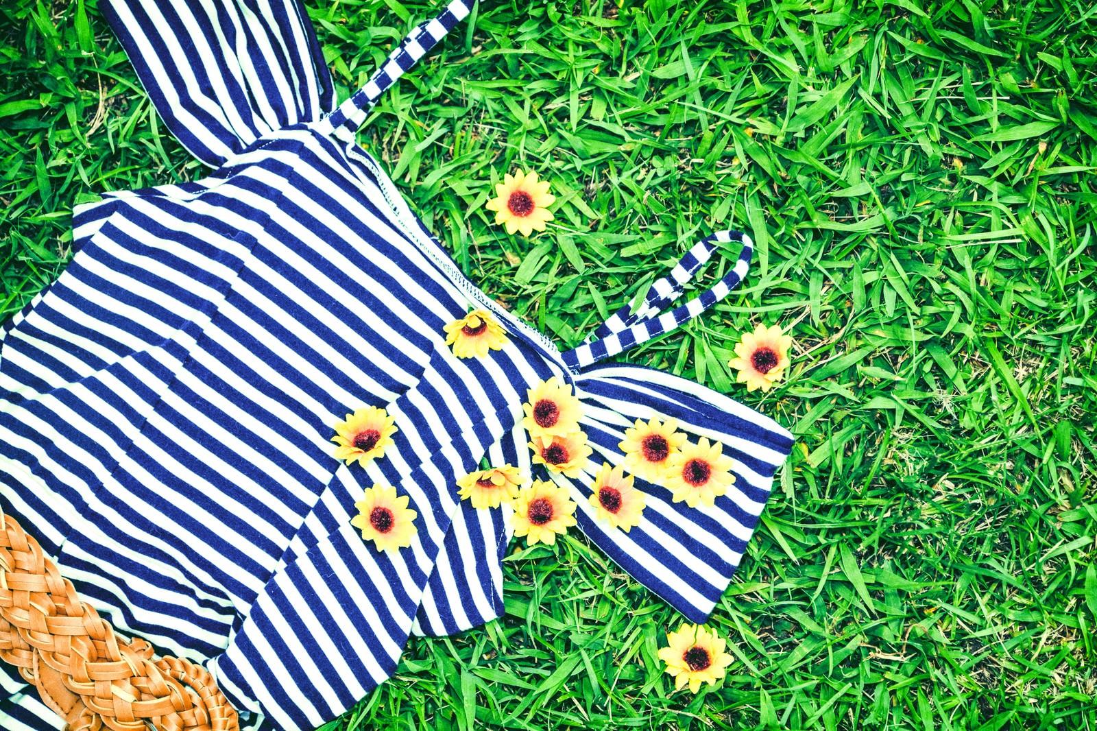 「夏服とお花のブローチ」の写真