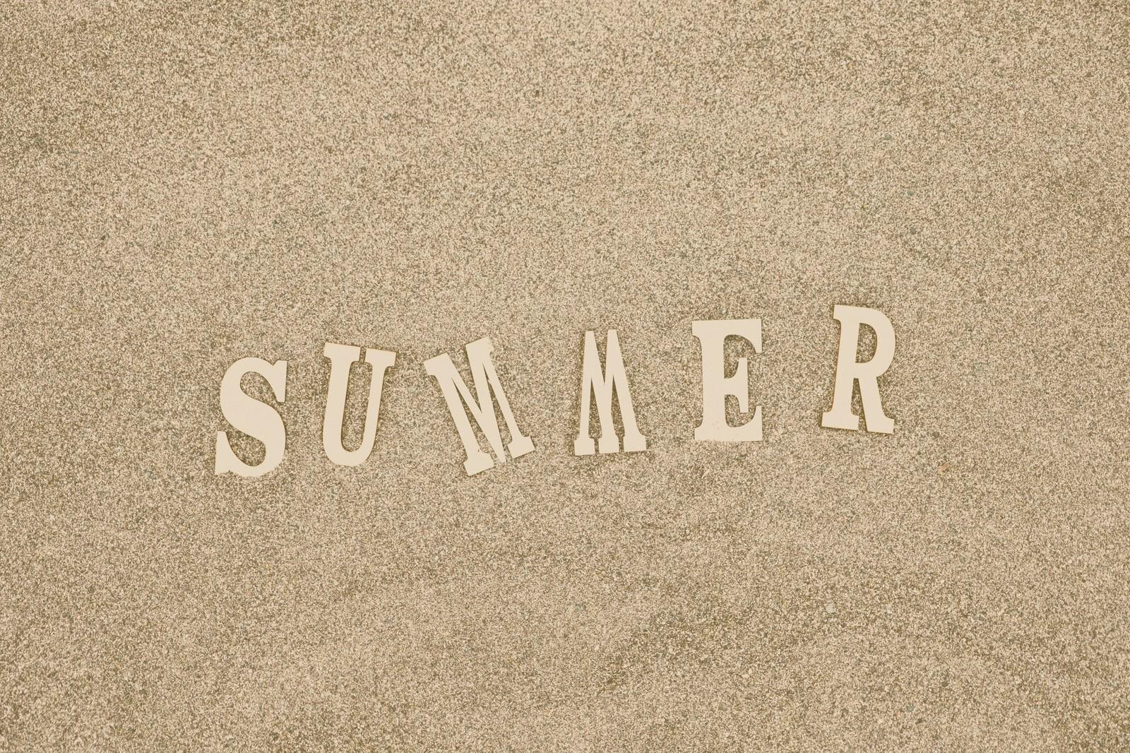 「砂浜と「SUMMER」の文字砂浜と「SUMMER」の文字」のフリー写真素材を拡大