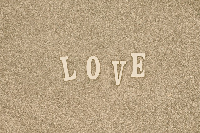 「「LOVE」の文字」のフリー写真素材