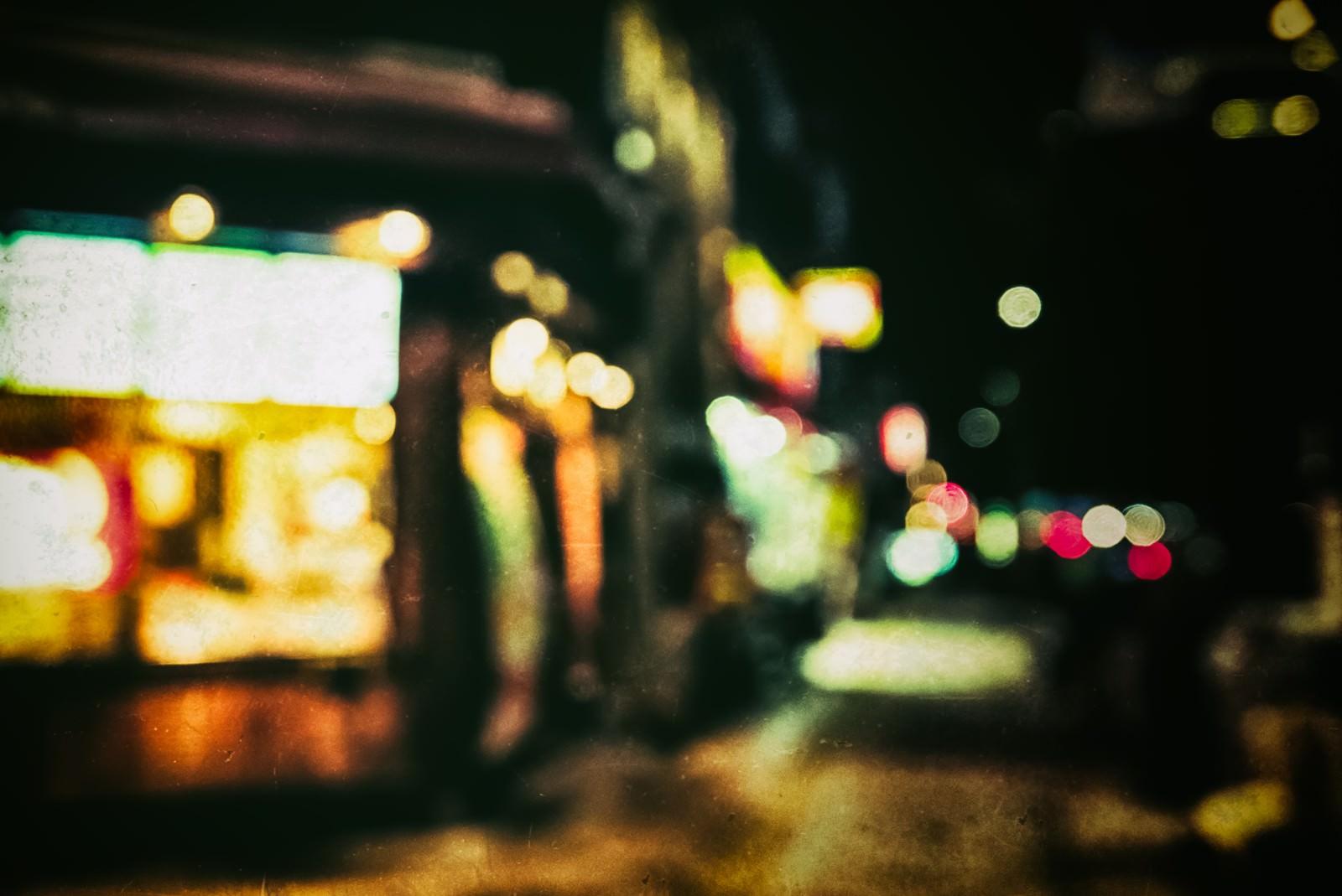 「深夜営業のお店(ボケ)」の写真