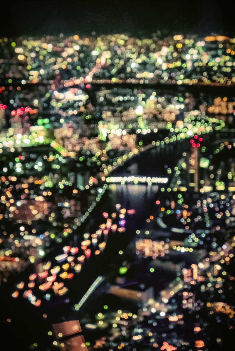 「丸ボケの都市夜景」の写真