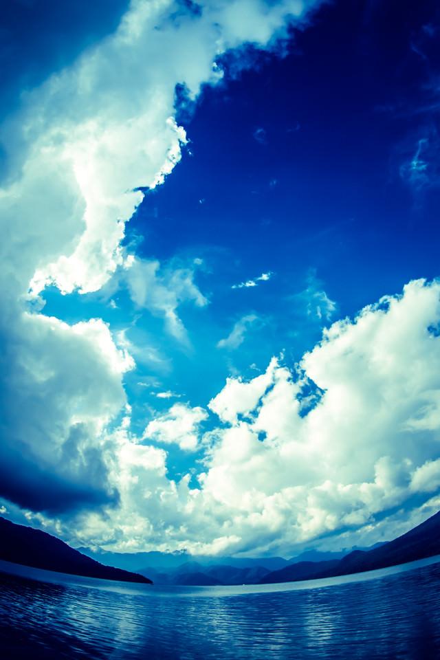 雲と中禅寺湖の写真
