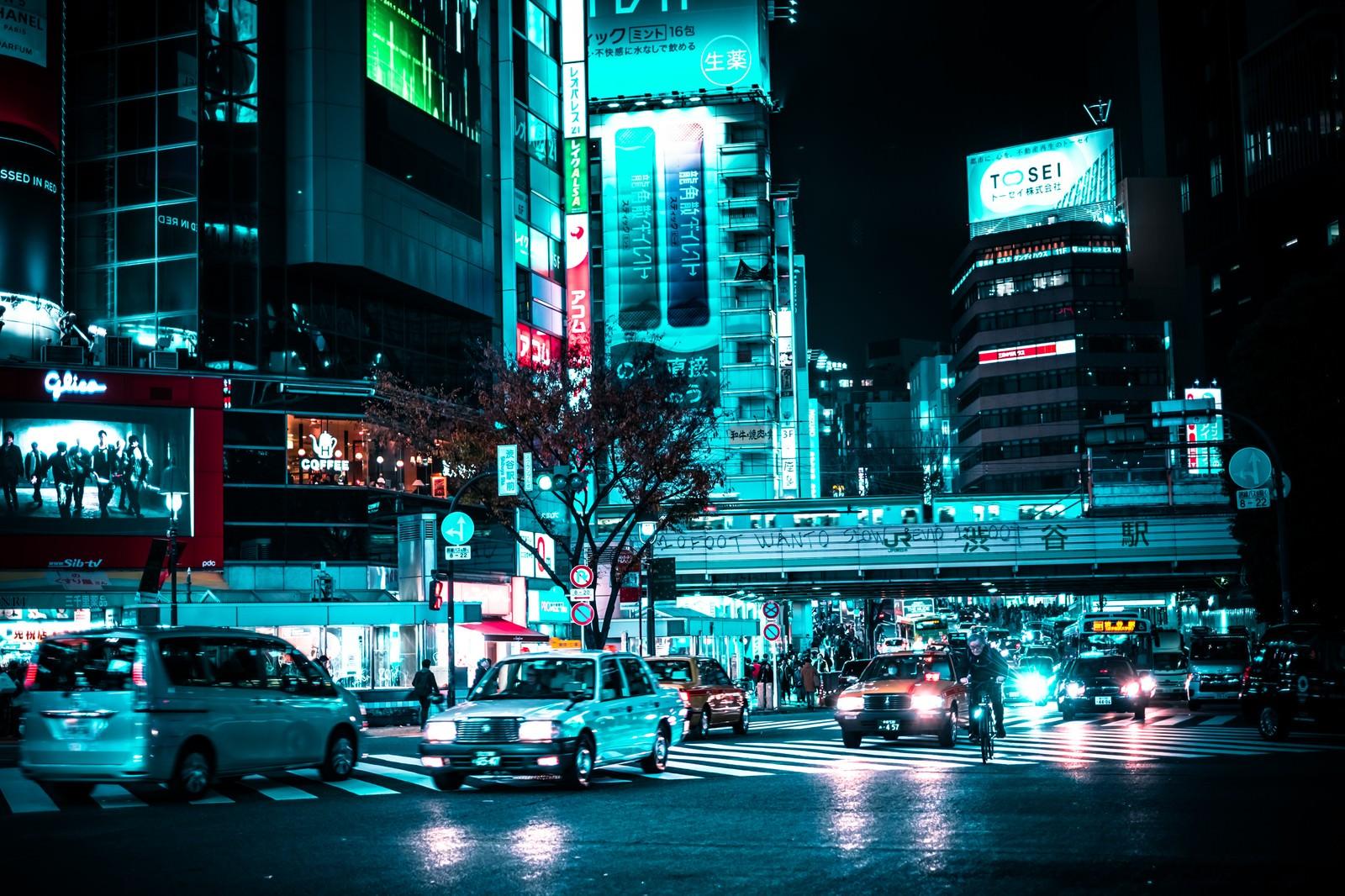 「渋谷駅前の車 | 写真の無料素材・フリー素材 - ぱくたそ」の写真