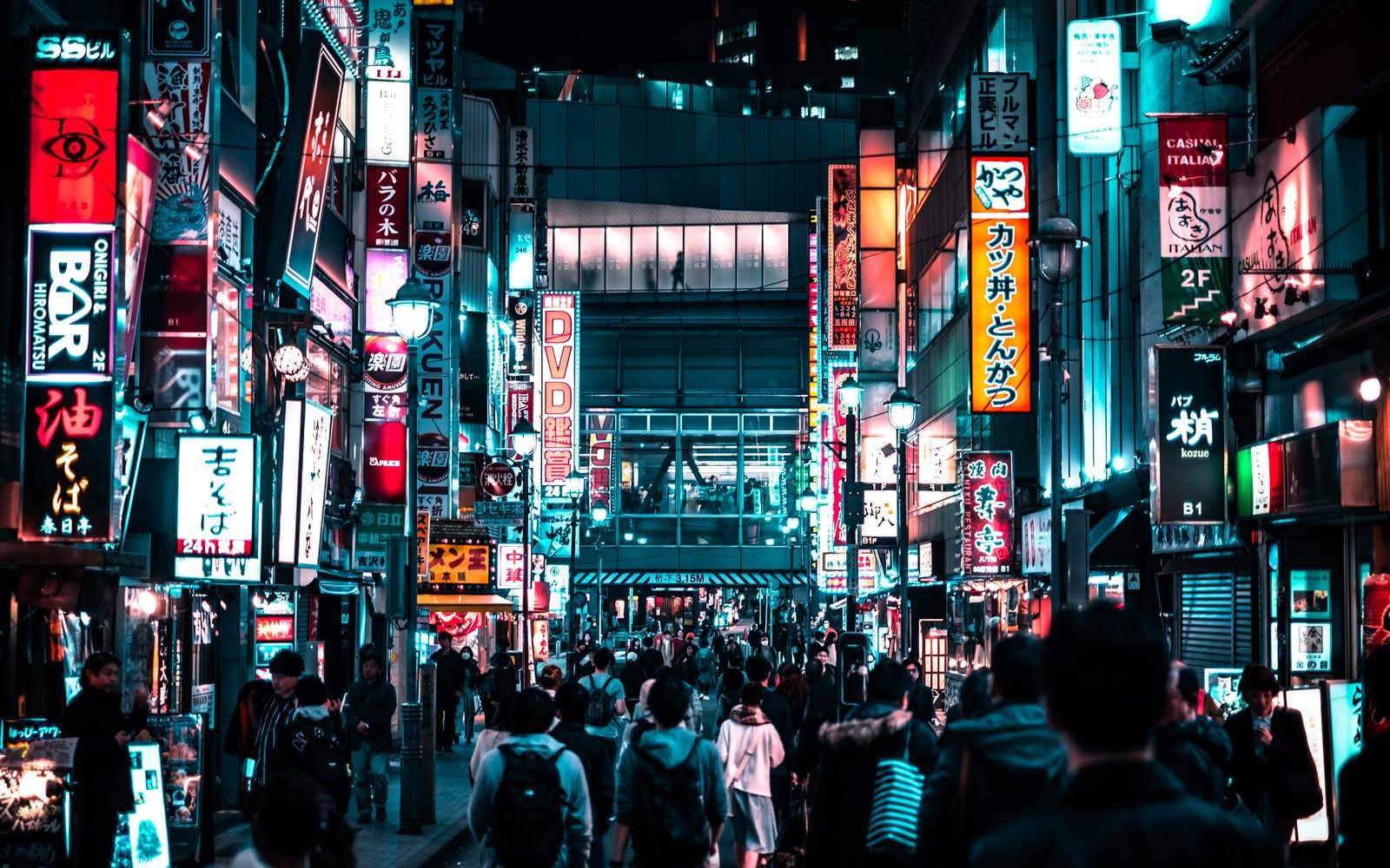 渋谷の深夜の歓楽街のフリー素材