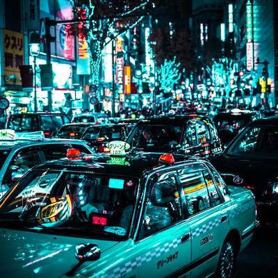 赤信号待ちするタクシーの列(渋谷駅前)の写真