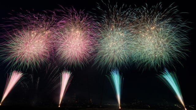 第44回江戸川区花火大会の打上花火の写真