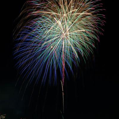 光跡が美しい打上花火の写真