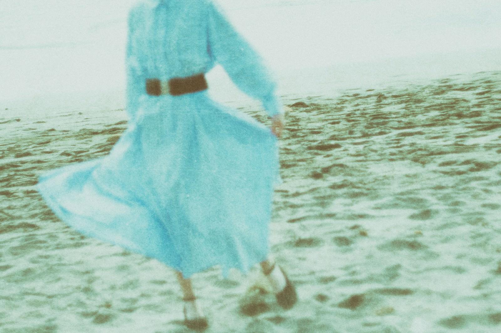 「海岸ではしゃぐ彼女との思い出」の写真